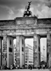 berlin brandenburg gate black white monochrom urban sight landmark people television tower germany