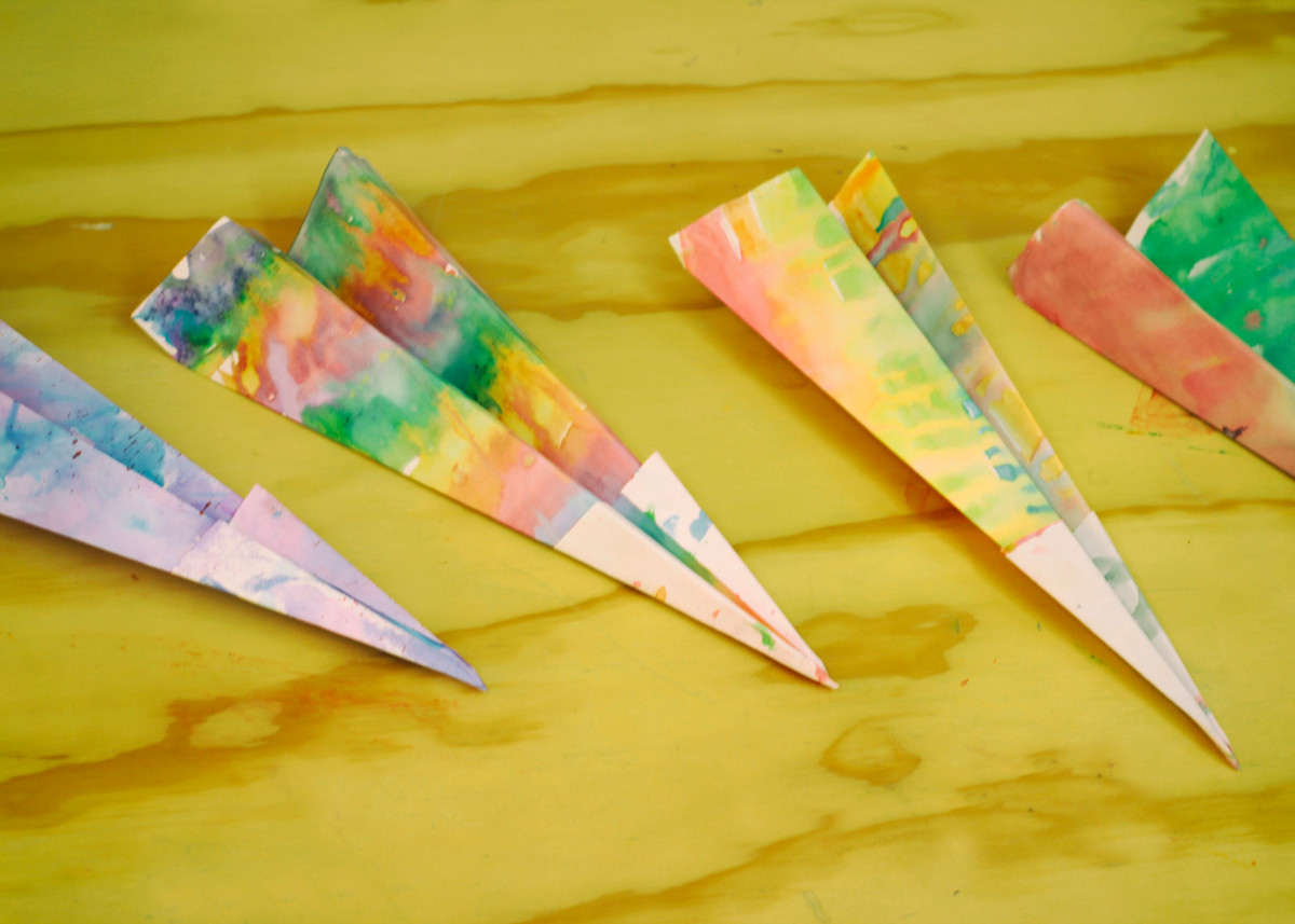 Photograph of some colorful origami paper planes 174631