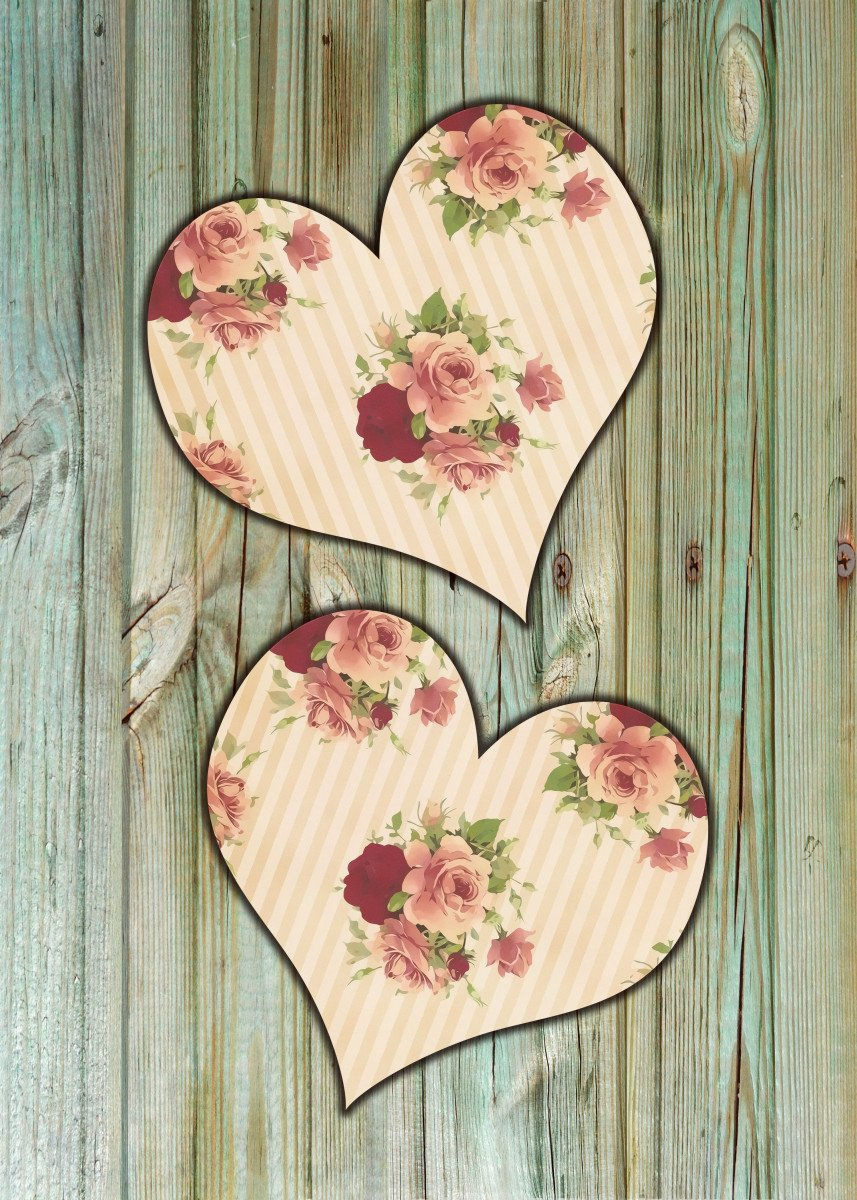 Two hearts with roses motive on rustic green mottled wood, in shabby c