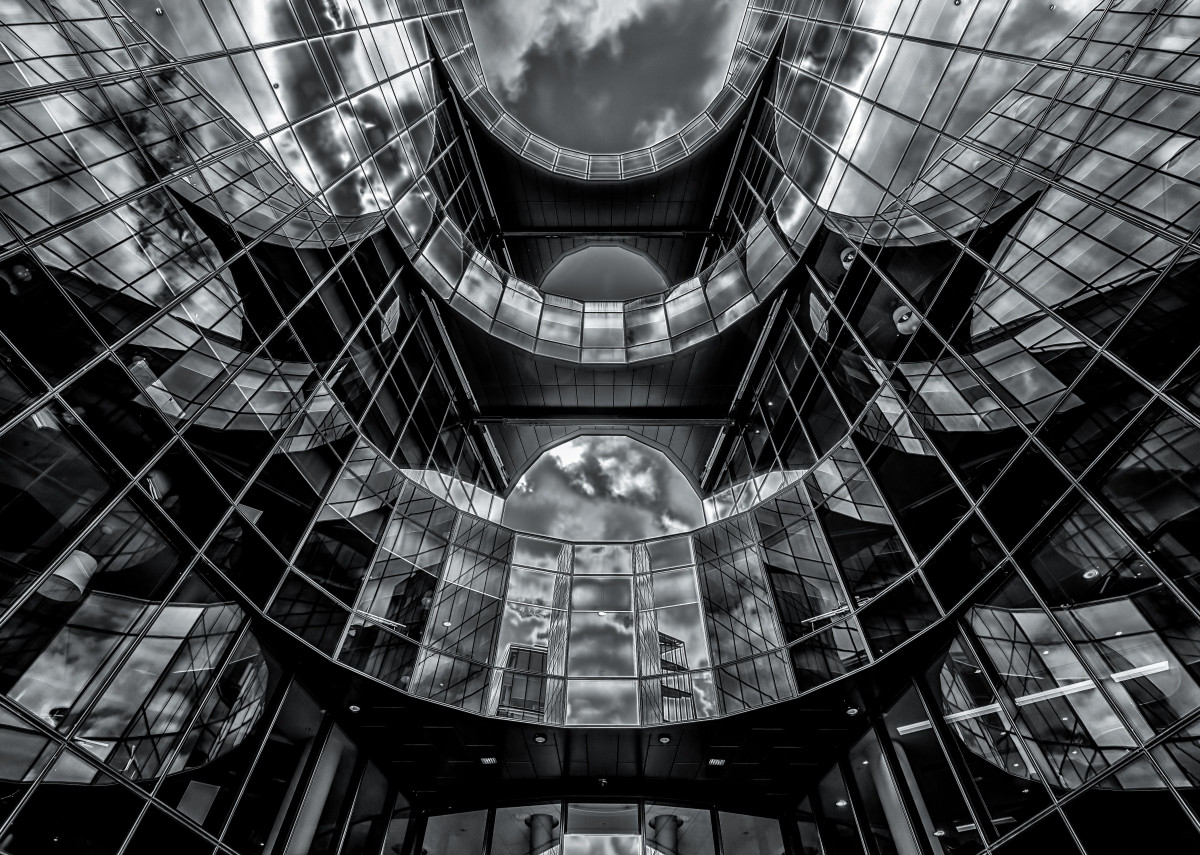 Glas front of the PWC building in London