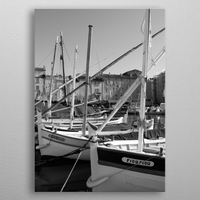 A view of the port of Saint-Tropez by photographer Tom Vandenhende. A nice decoration as a reminder of a wonderful holiday. metal poster