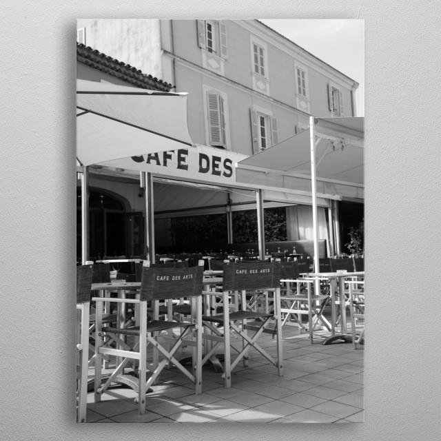 Café des Arts at Place des Lices in Saint-Tropez by International photographer Tom Vandenhende (Riviera Art Gallery) metal poster