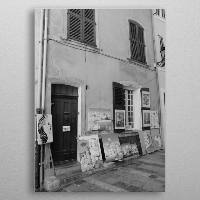 Artist in the streets of Saint-Tropez.  Photograph by street photographer in saint-Tropez, Tom V. metal poster